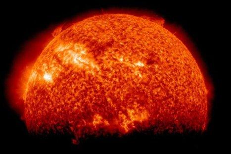 Terra faz sombra no Sol em imagem registrada por satélite
